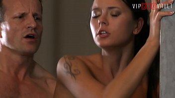Беременная благоверная занимается с благоверным сексом