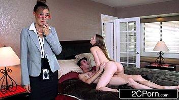 Вагинально-анальная секс групповуха с тремя красотками в чулках
