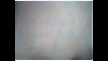 Телка в черном как смоль юбченке выполняет отсос мужику на свежем воздухе