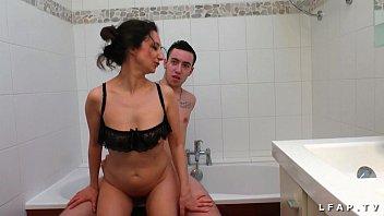 Мускулистый парень исполнил секс фантазию рыжей актрисочки о ожесточенном и глубоком трахе пилотки