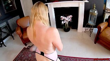Лесбияночки снимают одежду