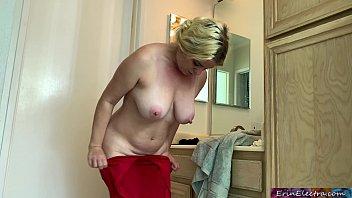 Факер натягивает русскую шлюху-блондинку перед камерой на улице