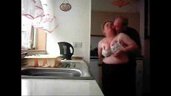 Муж привязал жену и поимел ее в позе раком в ванной комнате комнатушке