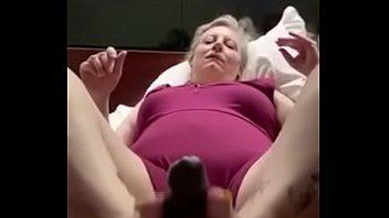 Тайская нимфа с шикарными сиськами ебется с клиентом в номере