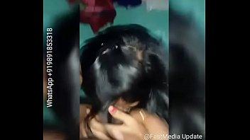 Молодая девушка выполняет супругу анилингус перед вебкамерой