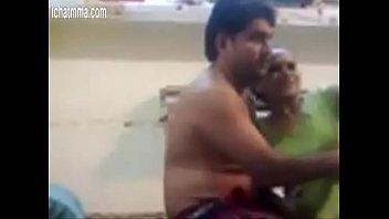 Русский мускулистый парень ласково лобызает писю молодой телки и она мечтательно ему отдается