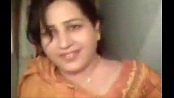 Тетка гинеколог полизала симпатичной телке мокрощелку