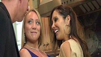 Лесбиянка по сосала попка зрелой подруги и поимела ее очко вибратором