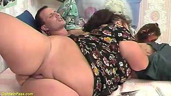 Спонтанный секс во времячко вечеринки пышногрудой тетки с юным незнакомцем